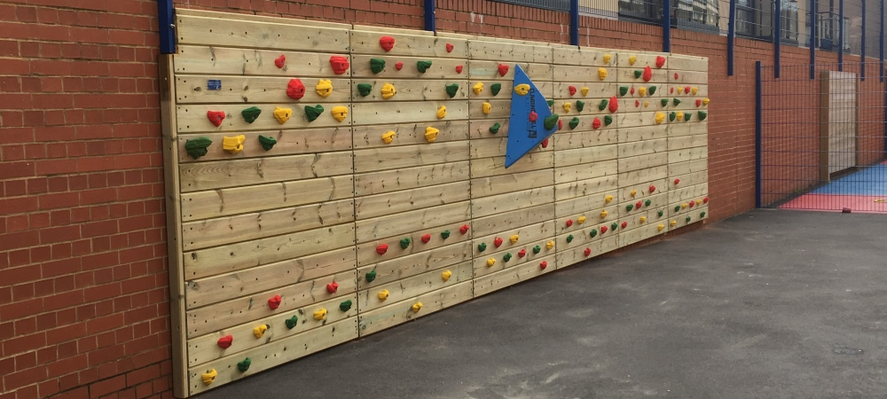 Redwood wall mounted 9m outdoor wall